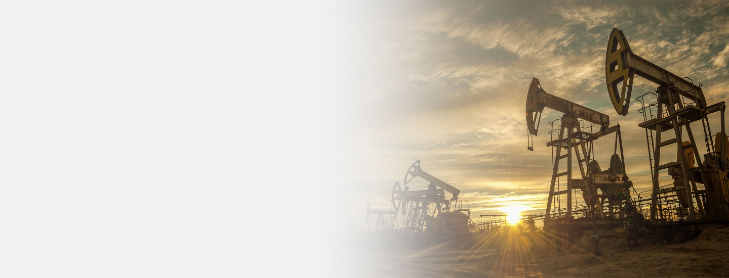 2880x1100 left gray gradient of oil pump jacks at sunset sky background