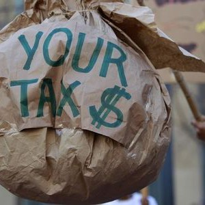A demonstrator holds a papier-mache during a tax day protest outside Ronald V. Dellums Federal Building in Oakland, California April 17, 2012. REUTERS/Stephen Lam