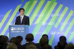 Abe to Decide on Consumption Tax Increase in December