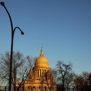 The Rhode Island statehouse is seen from the highway in Providence, Rhode Island November 17, 2009.   REUTERS/Brian Snyder    (UNITED STATES BUSINESS SOCIETY)