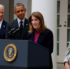 U.S. President Barack Obama (2nd L) listens after announcing Director of the Office of Management and Budget Sylvia Mathews Burwell (2nd R) as his nominee to replace outgoing U.S. Secretary of Health and Human Services Kathleen Sebelius (R), during a ceremony in the Rose Garden of the White House in Washington, April 11, 2014.REUTERS/Larry Downing