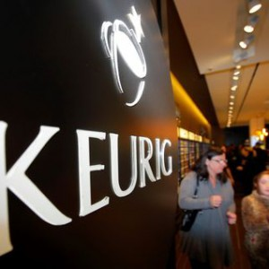 Customers shop at the newly opened Keurig retail store Burlington, Massachusetts November 8, 2013.   REUTERS/Brian Snyder