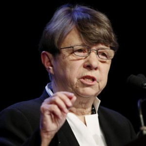 Mary Jo White, chair of the U.S. Securities and Exchange Commission, speaks to guests as she attends the 438th meeting of The Economic Club of New York, in Middle Manhattan, June 20, 2014.  REUTERS/Eduardo Munoz (UNITED STATES - Tags: POLITICS BUSINESS HEADSHOT)