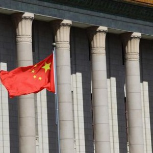 A Chinese national flag flaps in the wind outside the Great Hall of the People, the venue of the annual session of China's parliament, in Beijing, July 5, 2013.  REUTERS/Jason Lee