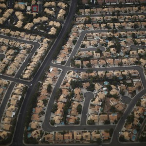 A residential real estate is pictured from the air in the suburbs of Las Vegas, Nevada, November 1, 2012.      REUTERS/Jason Reed  (UNITED STATES - Tags: ENVIRONMENT)