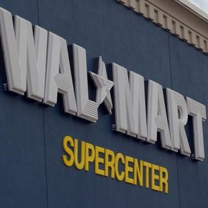 A sign marks the entrance of a Wal-Mart Supercenter in Rogers, Arkansas June 5, 2008. REUTERS/Jessica Rinaldi (UNITED STATES)
