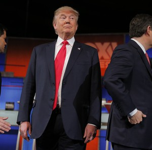 Republican U.S. presidential candidate and businessman Donald Trump (C) stands between rivals Senator Marco Rubio (L) and Senator Ted Cruz (R) before the start of the Fox Business Network Republican presidential candidates debate in North Charleston, South Carolina, January 14, 2016. REUTERS/Chris Keane