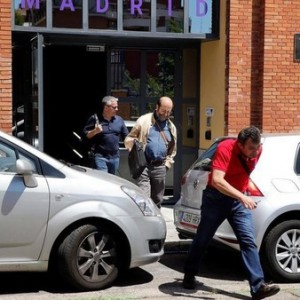 Officials who were conducting a tax probe at one of Google's Madrid offices leave the premises in Madrid, Spain, June 30, 2016.   REUTERS/Andrea Comas
