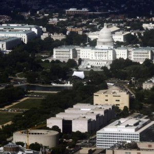 The United States Capitol building is seen in an aerial view, June 24, 2011.  REUTERS/Jim Bourg   (UNITED STATES - Tags: CITYSCAPE POLITICS)