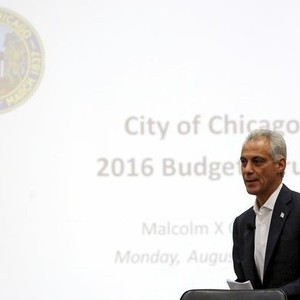 Chicago Mayor Rahm Emanuel arrives at a town hall meeting on the city budget in Chicago, Illinois, United States, August 31, 2015. Emanuel held a rare public forum on Monday as he tried to build support for likely tax hikes and harsh cuts in public services to stem the city's growing financial crisis.   REUTERS/Jim Young